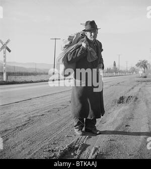 The Great Depression. Itinerant worker, traveling by foot, looking for work in mines, lumber camps, or farms. He - Stock Photo