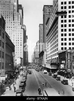 New York City's 42nd Street and Lexington Avenue, looking west. 1928-29. Chrysler Building on near right, with the - Stock Photo