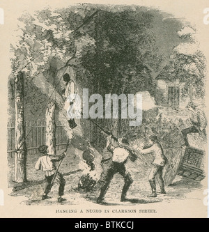 An African American was attacked by a mob of 400 and then hung from a tree and set alight on Clark Street during - Stock Photo