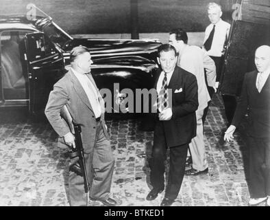 Louis 'Lepke' Buchalter (1897-1944) arriving at the Court of Appeals in Albany, New York only to hear his death - Stock Photo
