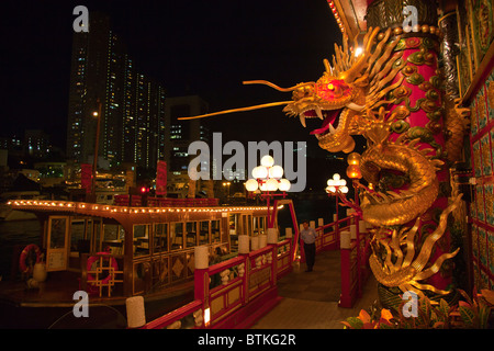 The view that greets you when you board the Jumbo Boat in Aberdeen, Hong Kong entrance front - Stock Photo