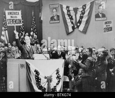Democratic candidate for President, Adlai E. Stevenson, waving to crowd at Rensselaer Polytechnic Institute, Troy, - Stock Photo