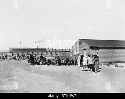 Japanese Americans amid the tar paper barracks of the Tule Lake Relocation Center in Newell, California. This bleak - Stock Photo