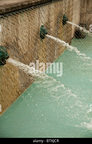 Fountain in the courtyard of St. Paul's Cathedral, London - Stock Photo