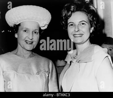 Conservative politician, Phyllis Schlafly (right), with Mrs. Gladys O'Donnell, the moderate candidate for the presidency - Stock Photo