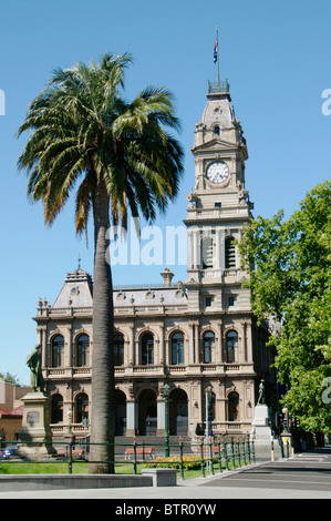 Australia, Central Victoria, Bendigo, View of post office with clock tower - Stock Photo