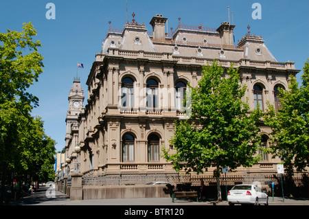 Australia, Central Victoria, Bendigo, View of post office and courthouse - Stock Photo