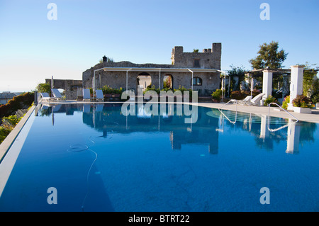 Outdoor swimming pool at caruso hotel in ravello amalfi for Hotels in ravello with swimming pool