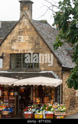 Village grocers store in Cotswalds - Stock Photo