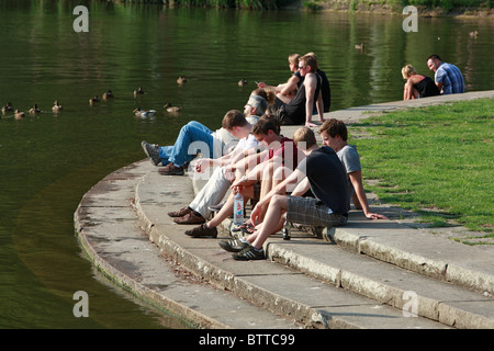 D-Muenster, Westphalia, Muensterland, North Rhine-Westphalia, Aa Lake, Aasee, people sitting at the lakeshore, freetime, - Stock Photo
