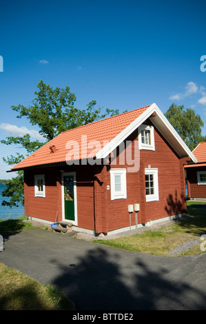 Traditional swedish house red houses sweden timber for Summer homes builder
