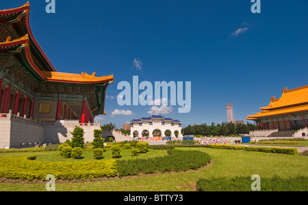 The gate to the Chiang Kai Shek Memorial flanked by the Concert Hall and the National Theatre, Taipei Taiwan - Stock Photo