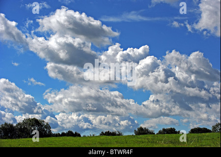 Dramatic cloud formation against a blue sky - Stock Photo