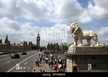 COADE STONE LION WESTMINSTER LONDON ENGLAND LONDON ENGLAND LONDON ENGLAND 21 May 2010 - Stock Photo