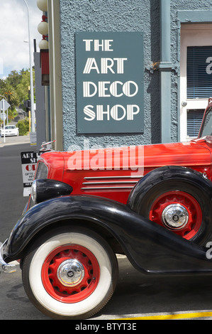 1934 Buick Straight Eight and The Art Deco Shop, Napier, Hawkes Bay, North Island, New Zealand - Stock Photo
