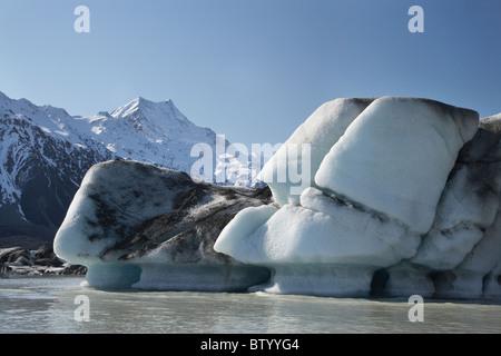 Icebergs in Tasman Glacier Terminal Lake, and Aoraki / Mt Cook, Aoraki / Mt Cook National Park, Canterbury, New - Stock Photo