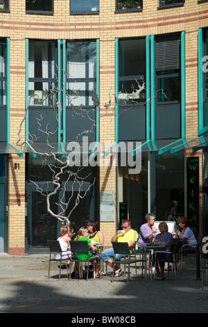 Menschen im Strassencafe vor dem Einkaufszentrum Friedrichs Arkaden in Wuppertal-Elberfeld, Wupper, Bergisches Land, - Stock Photo