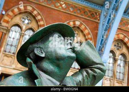 St Pancras Station , close up of modern statue of Sir John Betjeman campaigner to save station by Martin Jennings - Stock Photo