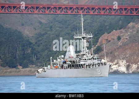 Mine Countermeasure ship USS Pioneer (MCM 9) on San Francisco Bay. - Stock Photo