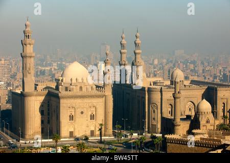 Aegypten, Kairo, Sultan Hassan Mosque and Er Rifai Mosque. Blick von der Zitadelle - Stock Photo