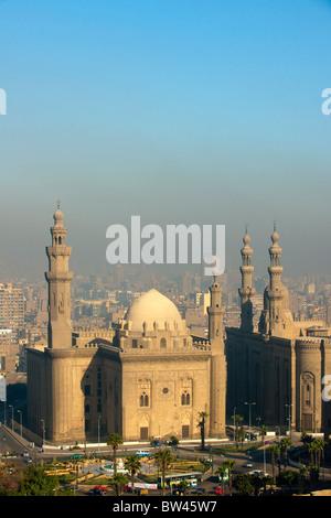 Aegypten, Kairo, Sultan Hassan Mosque und Er Rifai Mosque. Blick von der Zitadelle - Stock Photo