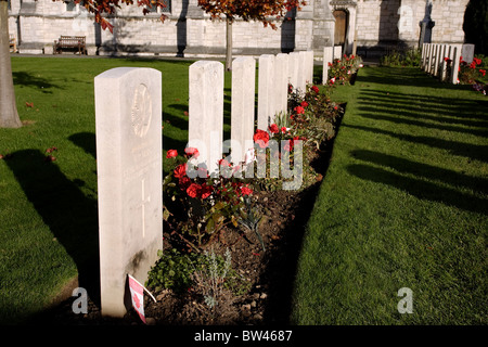 Canadian military graves dating from the Great War in the churchyard of St Margarets church, Bodelwyddan, North - Stock Photo