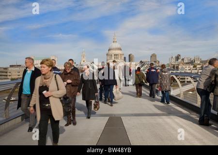 Millennium Bridge leading to St. Paul's cathedral, London - Stock Photo