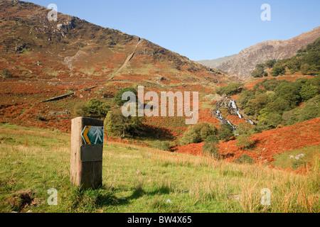 Footpath sign on Watkin Path route passing Cwm Llan waterfall to Mt Snowdon in Snowdonia. Cwm Llan, Gwynedd, North - Stock Photo