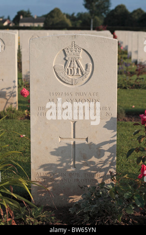 A British grave at the Commonwealth Cemetery at Bayeux, Normandy, France. - Stock Photo