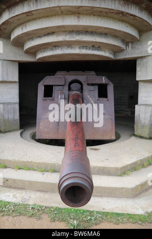 A 150mm gun in one of the four casements of the Longues-sur-Mer Battery, situated west of Arromanches-les-Bains - Stock Photo