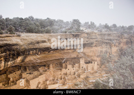 View of Cliff Palace cliff dwellings in a winter snow storm in Mesa Verde National Park, Colorado, USA. - Stock Photo