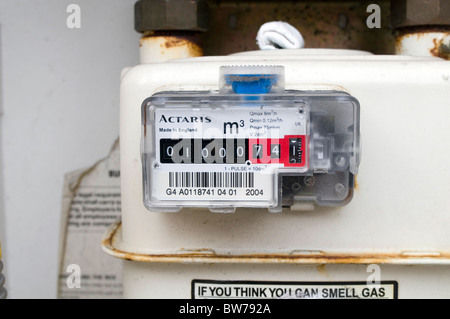 gasmeter gas meter meters estimated bill bills energy use efficiency  efficient use kwh unit units kilowatt hours - Stock Photo