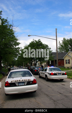 Grosse Pointe Park police squad cars cross the border into Detroit. - Stock Photo