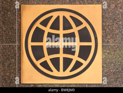 Logo sign of the UN World Bank Group on a granite wall outside a Washington DC office building - Stock Photo