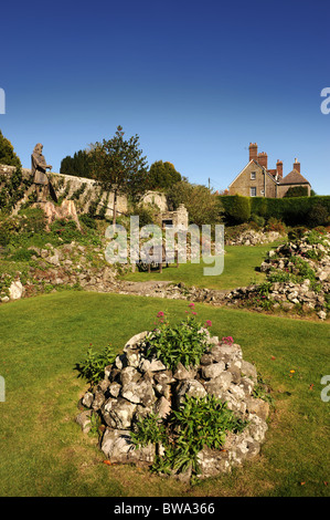 The ruins of Shaftesbury Abbey Dorset UK with a statue of King Alfred and the shrine which once housed the relics - Stock Photo