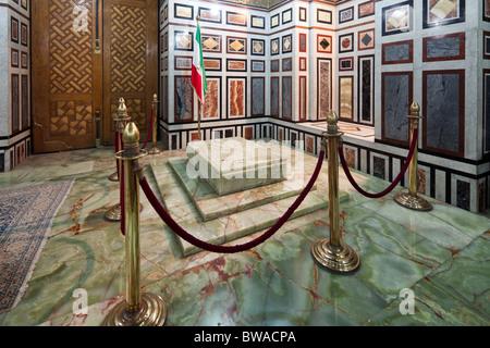 tomb of Mohammad Reza Shah Pahlavi, Shah of Iran, in the Rifa'i mosque, Cairo, Egypt - Stock Photo