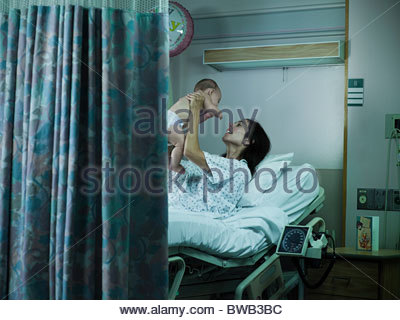 Mother with nerwborn baby in hospital - Stock Photo