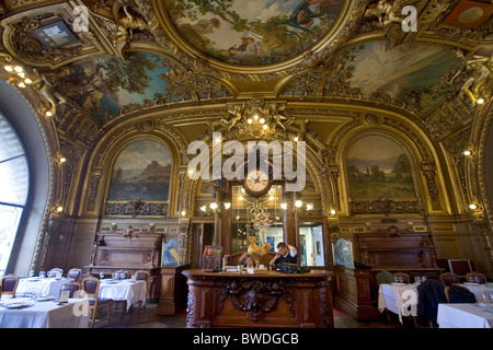 dining room of le train bleu restaurant in the gare de lyon with painted ceilings - Stock Photo