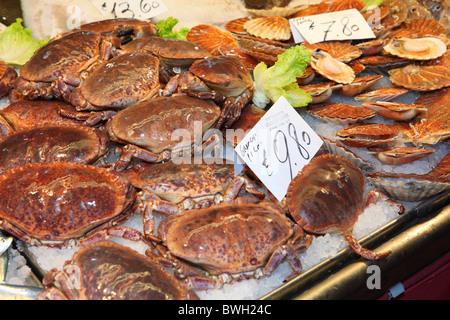 Fresh crabs on sale at the Rialto fish market in Venice, Italy - Stock Photo
