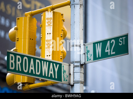 USA, New York, NYC, Manhattan, Roadsigns for Broadway at West 42nd Street in the theatre district with traffic lights. - Stock Photo