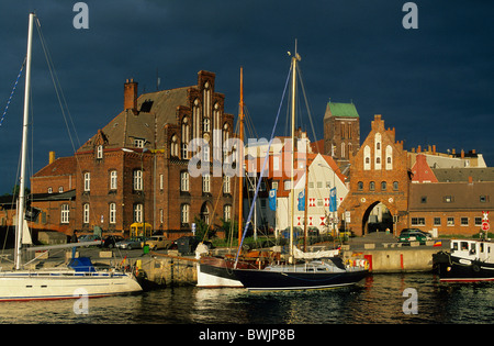 Europe, Germany, Mecklenburg-Western Pomerania, Wismar, Wassertor - Stock Photo