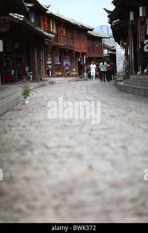 The cobbled streets in Lijiang Old Town, Yunnan Province, China. - Stock Photo