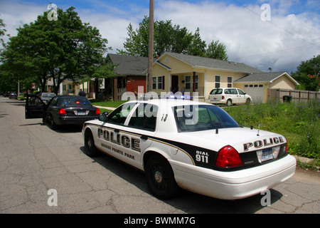 Grosse Pointe Park police squad car in a Detroit neighbourhood. - Stock Photo