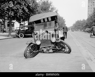 Vintage photo circa 1922 of a Ford motor car wrecked in an automobile accident in the USA. - Stock Photo