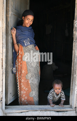 Young Alaba Tribe Woman With Baby Taken nr Kulito, Ethiopia - Stock Photo