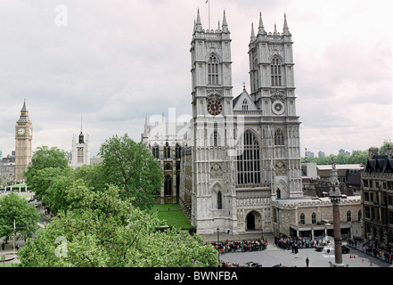 WESTMINSTER ABBEY, LONDON, DURING THE SERVICE OF THANKSGIVING FOR THE LIFE AND WORK OF TED HUGHES, POET LAUREATE. - Stock Photo
