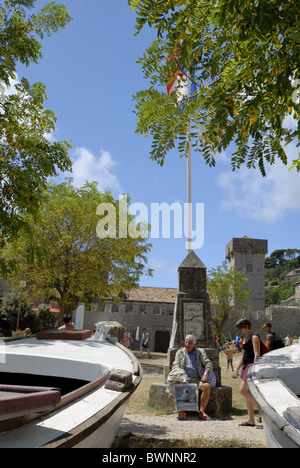 A fine view to the main square of Sudurad Village on the Sipan Island. Behind renaissance castle of the Stjepovic - Stock Photo