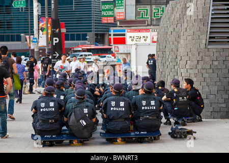 Riot police waiting at the ready in Myeong-dong, Seoul, South Korea. JMH3848 - Stock Photo