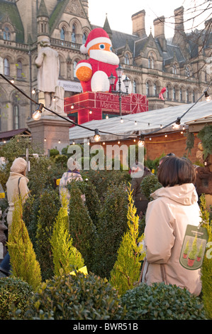 Shoppers at Manchester's Christmas Market, Albert Square. - Stock Photo