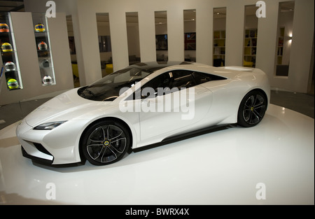 https://l450v.alamy.com/450v/bwrx4x/a-lotus-esprit-concept-car-at-the-2010-la-auto-show-los-angeles-california-bwrx4x.jpg